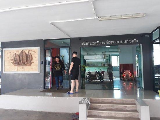 Aranyaprathet, תאילנד: รับลูกค้านวลจันทร์ส่งอรัญประเทศ พร้อมน้องหมาน่ารักๆ 2 ตัว