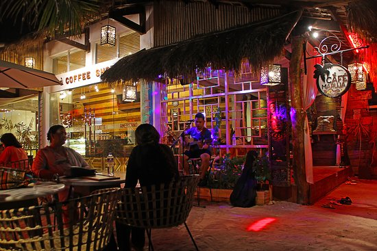 Cafe Maruja: Outdoor Of The Cafe During Night Time With Live Acoustic Singer