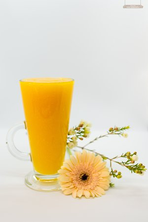 Mango smoothie made from our home-made mango sorbet. Lactose-free and vegan-friendly.