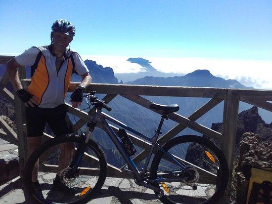 Robert auf dem Weg zum Roque de Los Muchachos (2426 m)