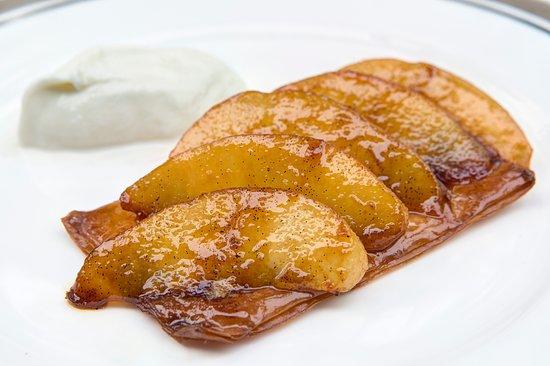 Le Jardin de Russie: Pears sfoglietta, Ricotta ice-cream