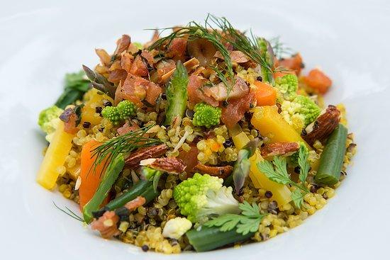 Le Jardin de Russie: Quinoa with turmenic and saffron, market vegetables and amond pesto