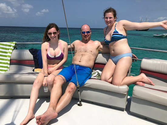 Octopus Aruba - Take a tour in our amazing Private catamaran leading you to the best places where you can snorkel. Book your private group to escape! You call the shots. Customize it so it works for you!