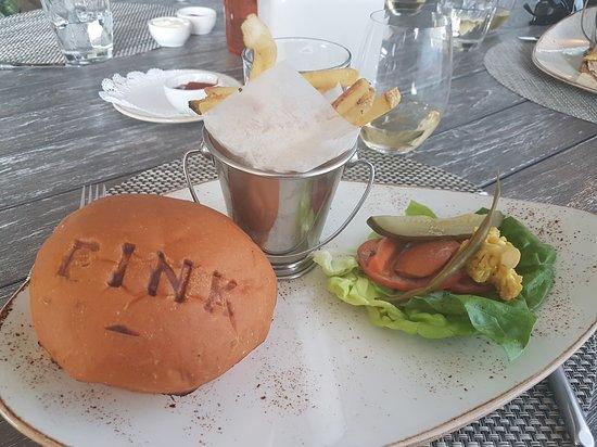 The Pink Beach Club: burger