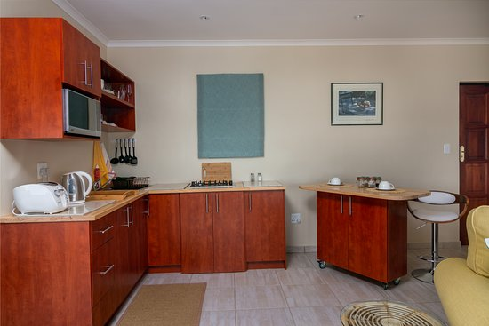 Le Gaulois Luxury Holiday Flats : L'Orchidee Apartment 3 Fully Equipped Kitchenette