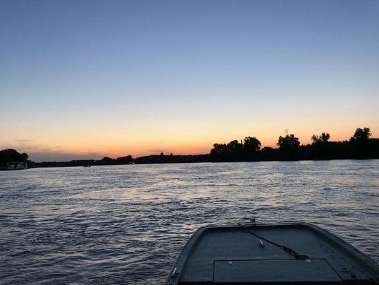 Boat excursion on the Po river: Tramonto