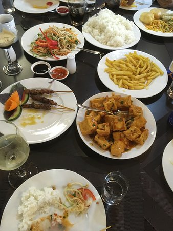 Oasis Bay Party Cruise - Halong Bay: our dinner :)