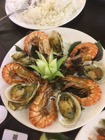 Oasis Bay Party Cruise - Halong Bay: yum