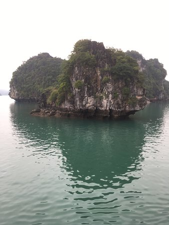 Oasis Bay Party Cruise - Halong Bay: the view :)