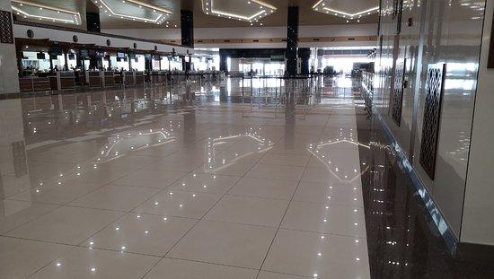 Kochi (Cochin), Indien: Прекрасное впечатление от аэропорта города Кочин! Как будто взлетные полосы на полу)))
