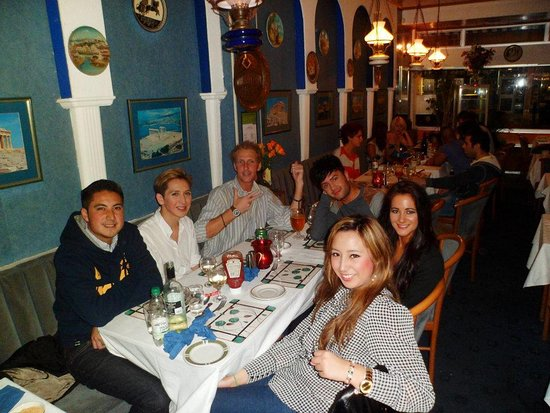 Athens Greek Restaurant & Steakhouse: happpy diners.