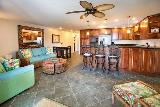Benner, St. Thomas: 2 bedroom beachfront condominium with 2 private bedrooms, 2 private bathrooms, full kitchen and living room with couch that converts to queen bed