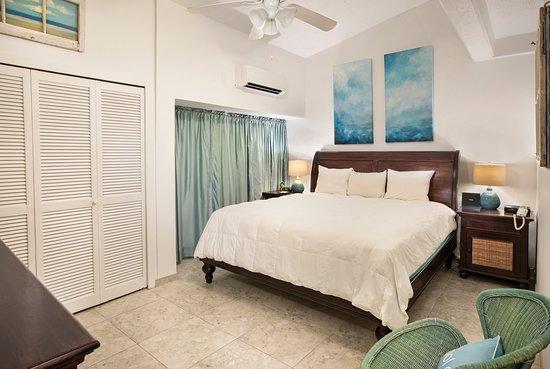Hillside 1 bedroom condominium