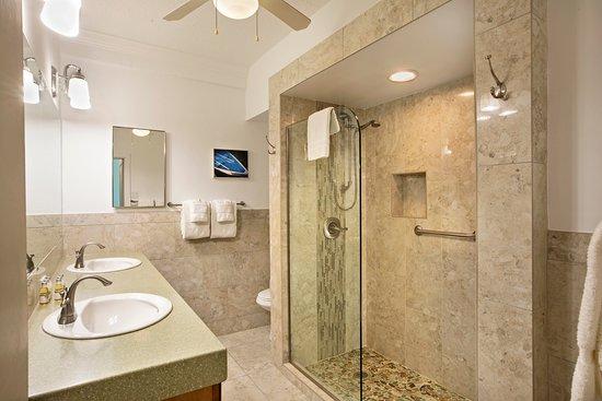 Secret Harbour Beach Resort: Hillside 1 bedroom private bath