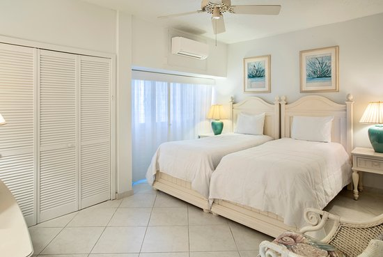 Secret Harbour Beach Resort: Hillside 2 bedroom condominium featuring a 2nd bedroom with 2 single beds or 1 king bed