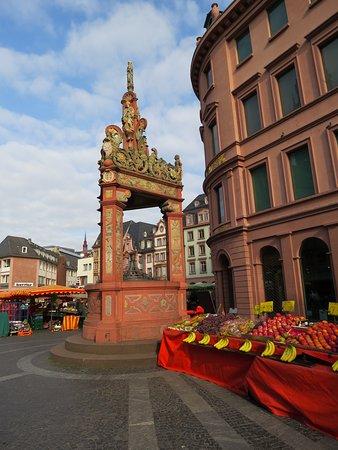 ماينز, ألمانيا: Рыночный фонтан