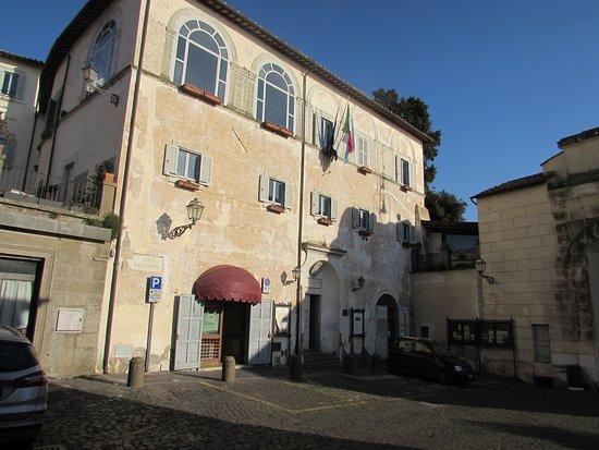 Anguillara Sabazia, Italia: Palazzo baronale