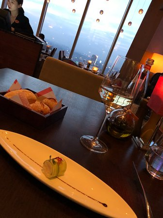 Scena (The Ritz-Carlton Shanghai Pudong): COMPLIMENTARY STARTER and view