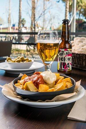 Internacional Bar Restaurante: Patatas bravas de Internacional Restaurante Bar
