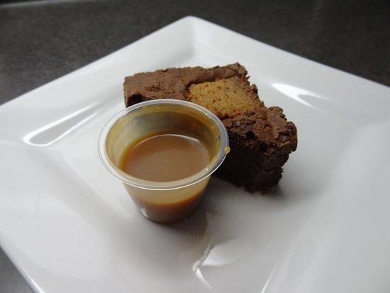 Boisbriand, Canada: Brownies au caramel fleur de sel.