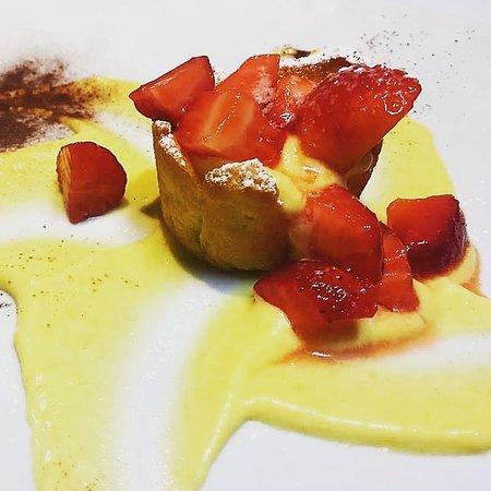 Le belle torri: Canestrino crema e fragole