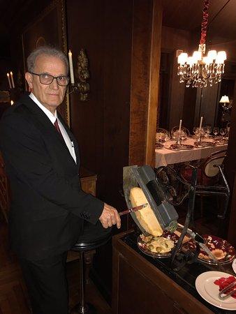 Restaurante excelente  !!! Atendimento maravilhoso pelo sr. Valmir, que fez uma Raclette nota 10 !!!!!!