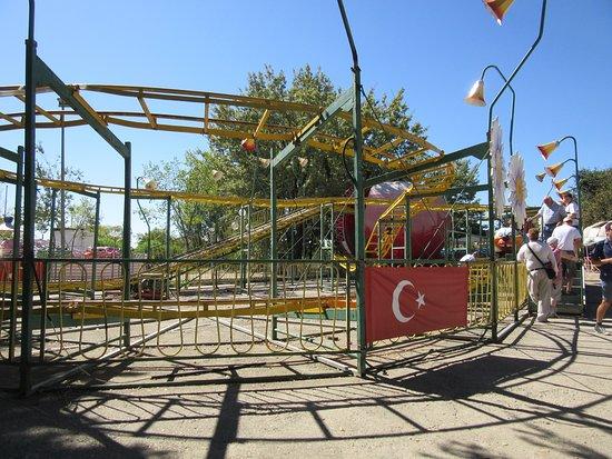 Harikalar Diyari: One of the two roller coasters