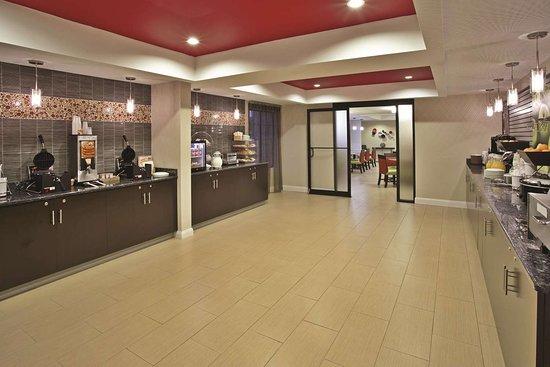 La Quinta Inn & Suites by Wyndham Summersville: Property amenity