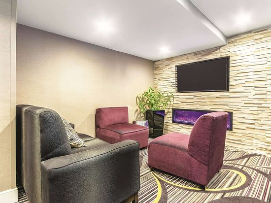 La Quinta Inn & Suites by Wyndham Hartford - Bradley Airport: Lobby