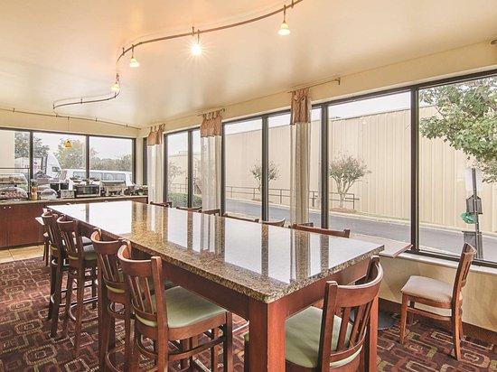 La Quinta Inn & Suites by Wyndham Dothan: Property amenity