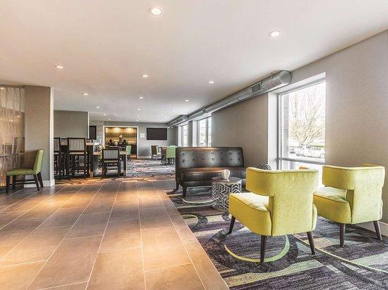 La Quinta Inn & Suites by Wyndham Atlanta Midtown - Buckhead: Lobby