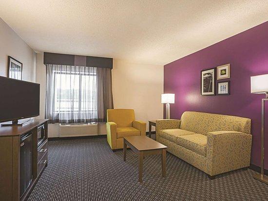 La Quinta Inn & Suites by Wyndham Atlanta Midtown - Buckhead: Suite