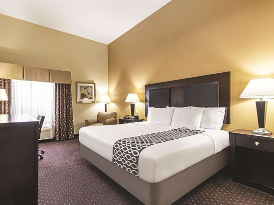 La Quinta Inn & Suites by Wyndham Houston New Caney: Guest room