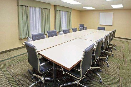 La Quinta Inn & Suites by Wyndham Nashville Airport: Meeting Room