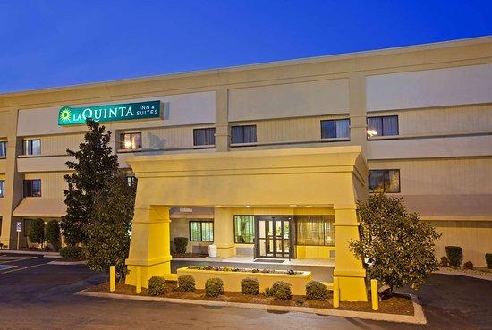 La Quinta Inn & Suites by Wyndham Nashville Airport: Exterior