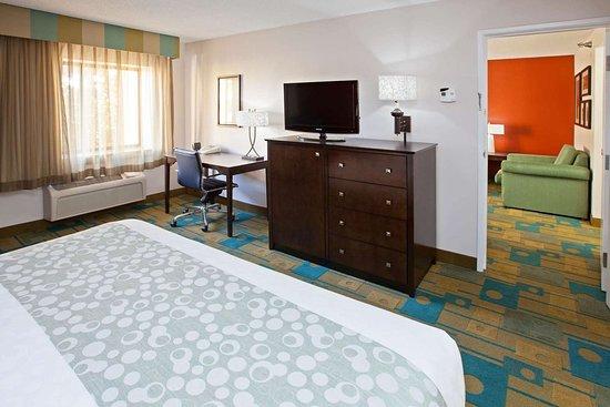 La Quinta Inn & Suites by Wyndham Nashville Airport: Suite