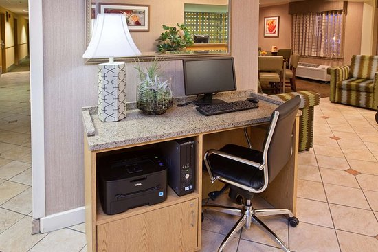 La Quinta Inn & Suites by Wyndham Nashville Airport: Business Center