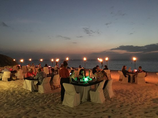 Passions on the Beach : beachfront dinint