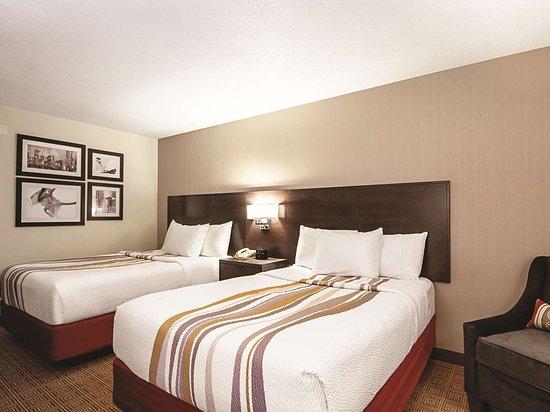 La Quinta Inn Vancouver Airport: Guest room