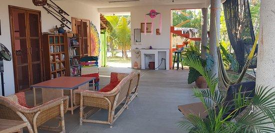Agua Blanca, México: Estancia recreativa, biblioteca y televisión