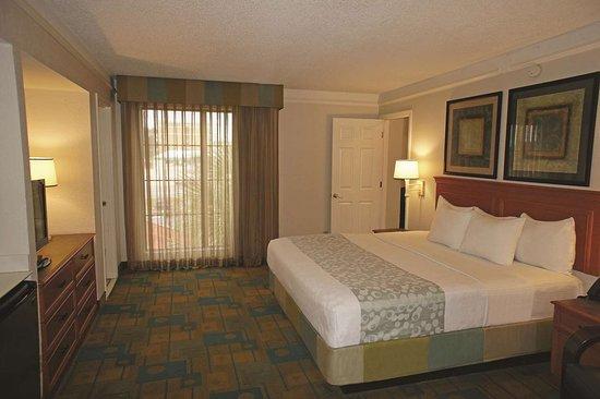 La Quinta Inn by Wyndham Pensacola : Suite