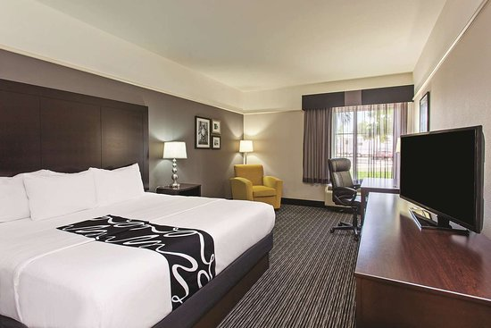 La Quinta Inn & Suites by Wyndham Santa Clarita - Valencia