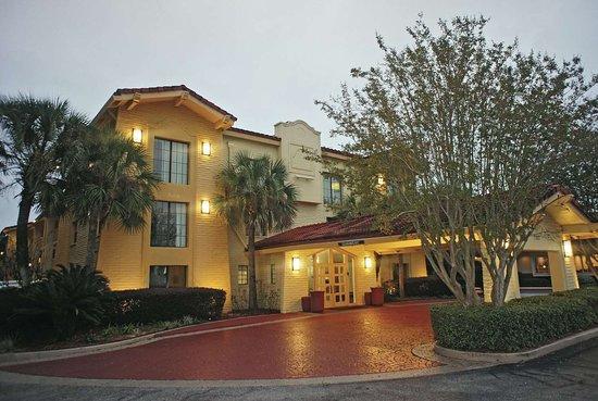 La Quinta Inn by Wyndham Pensacola : Exterior