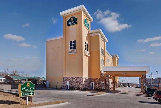 La Quinta Inn & Suites by Wyndham Tulsa - Catoosa: Exterior