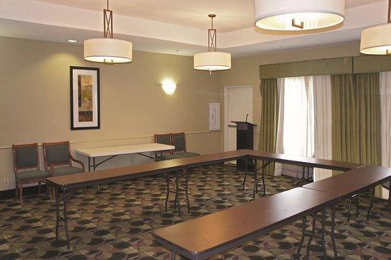 La Quinta Inn & Suites by Wyndham Kerrville: Meeting Room