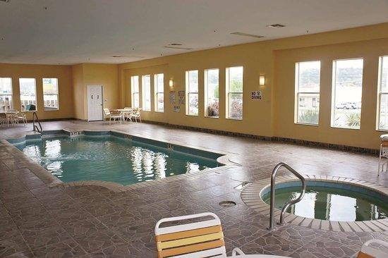 La Quinta Inn & Suites by Wyndham Kerrville: Pool