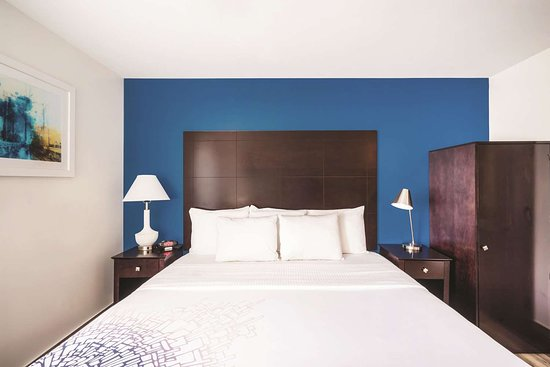 La Quinta Inn & Suites by Wyndham Brooklyn Downtown Hotel