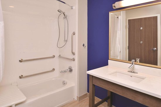 La Quinta Inn & Suites by Wyndham Page at Lake Powell: Guest room