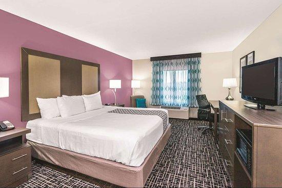 La Quinta Inn & Suites by Wyndham Loudon: Guest room