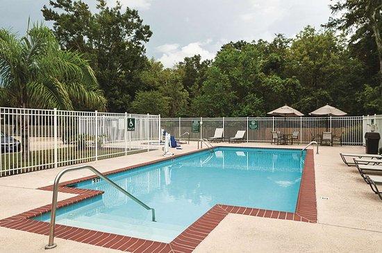 La Quinta Inn & Suites by Wyndham Houma: Pool